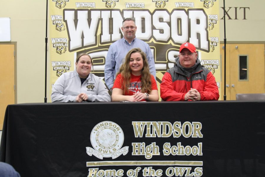 Jessica+Veselske%2C+who+set+the+Windsor+home+run+record+in+the+fall%2C+signed+to+play+softball+at+Jefferson+College.+